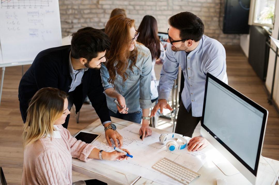 Maneiras para as organizações ajudarem os líderes do futuro
